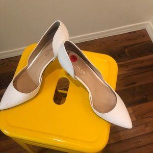 Charles David -White Pointed Toe Heels